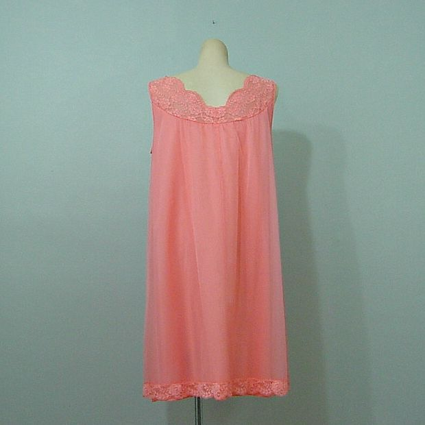 a8679bc1bf8a 60s Vanity Fair Coral Nightgown M - Pretty Sweet Vintage