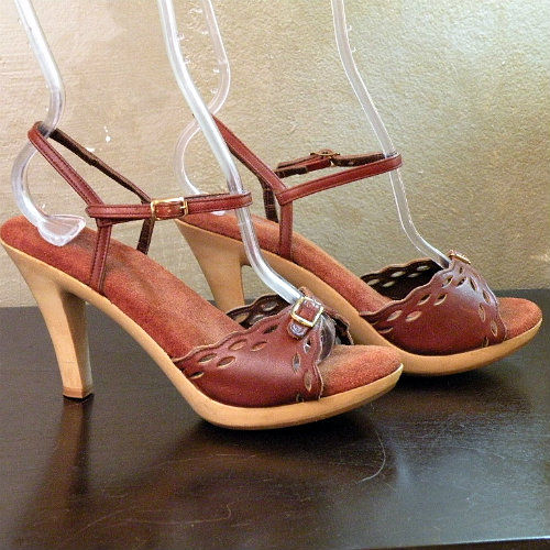 88fa404f9d 70s Top of the World Ankle Strap Shoes 6.5 - Pretty Sweet Vintage