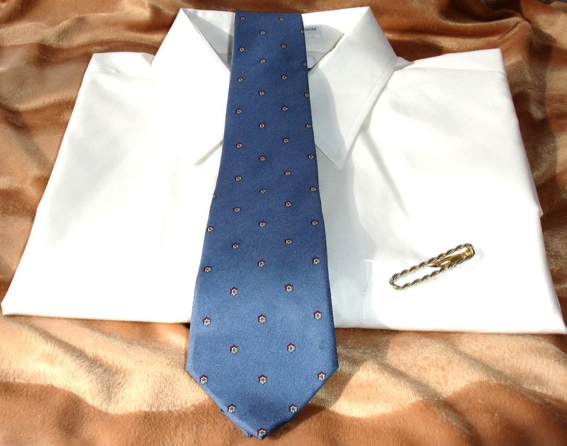 8f2a0467fb59 Christian Dior Vintage Mens Tie In Blue With Petite Geometric Print -  product images of