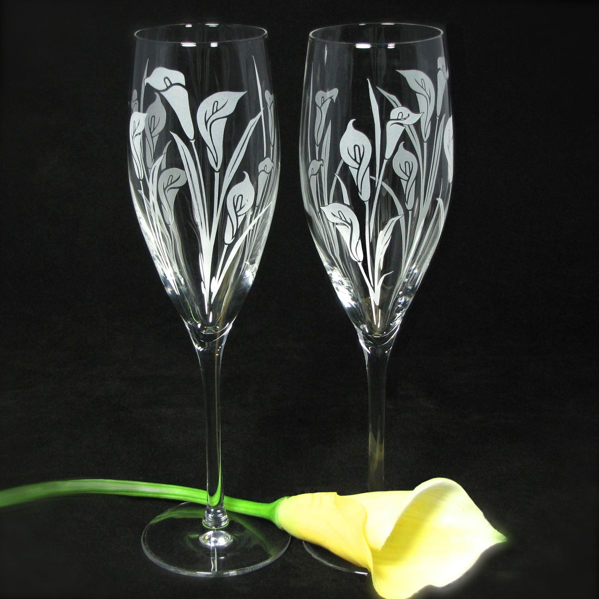 2 toasting flutes with calla lilies personalized champagne glasses wedding gift for bride and. Black Bedroom Furniture Sets. Home Design Ideas