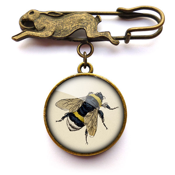 Think, vintage bee pin theme