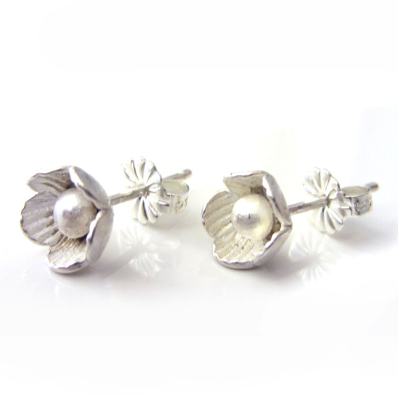 ecc3f0f979483 flower Ear studs in sterling silver