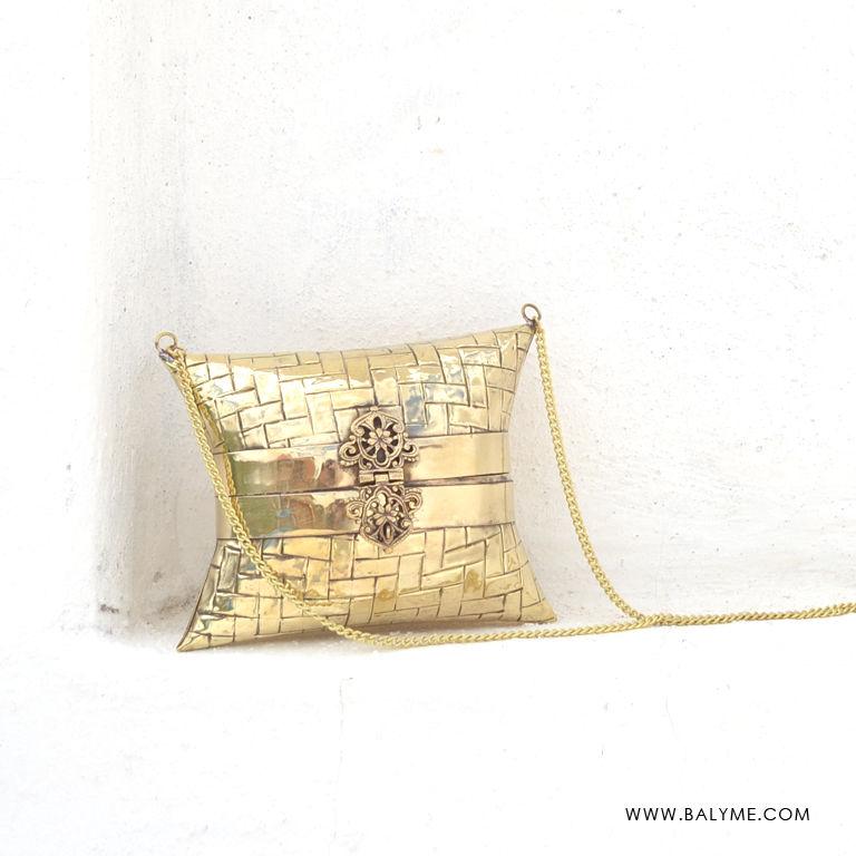 3cb5be7e694 Kashid Brass Gold Clutch Bolso de Laton Dorado - BALYME
