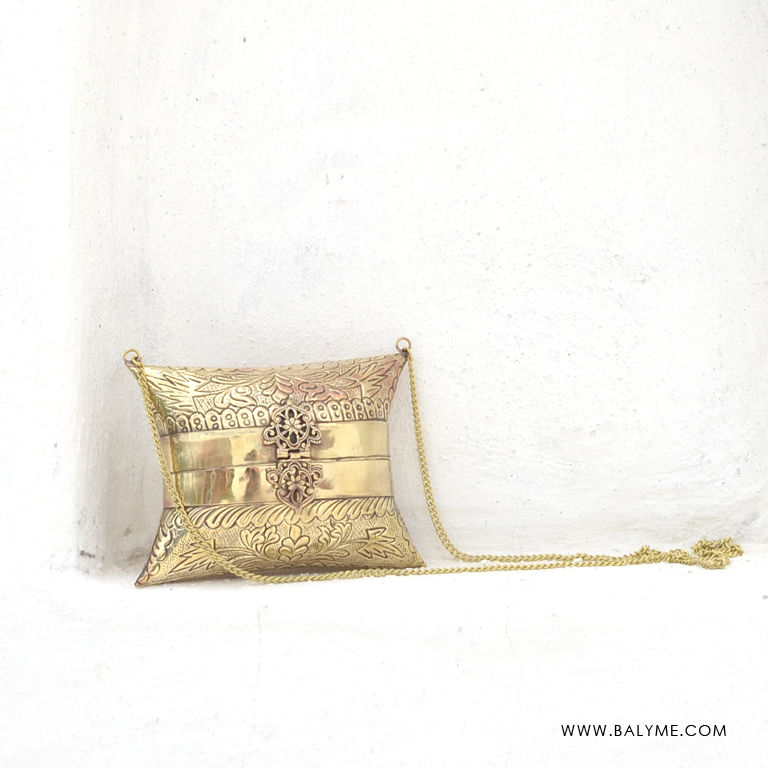 646e44d713825 Bombay Brass Gold Clutch Bolso de Laton Dorado - BALYME