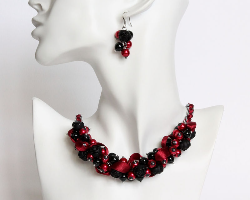 Black Red Rose Cluster Necklace And Earrings Cissy Pixie